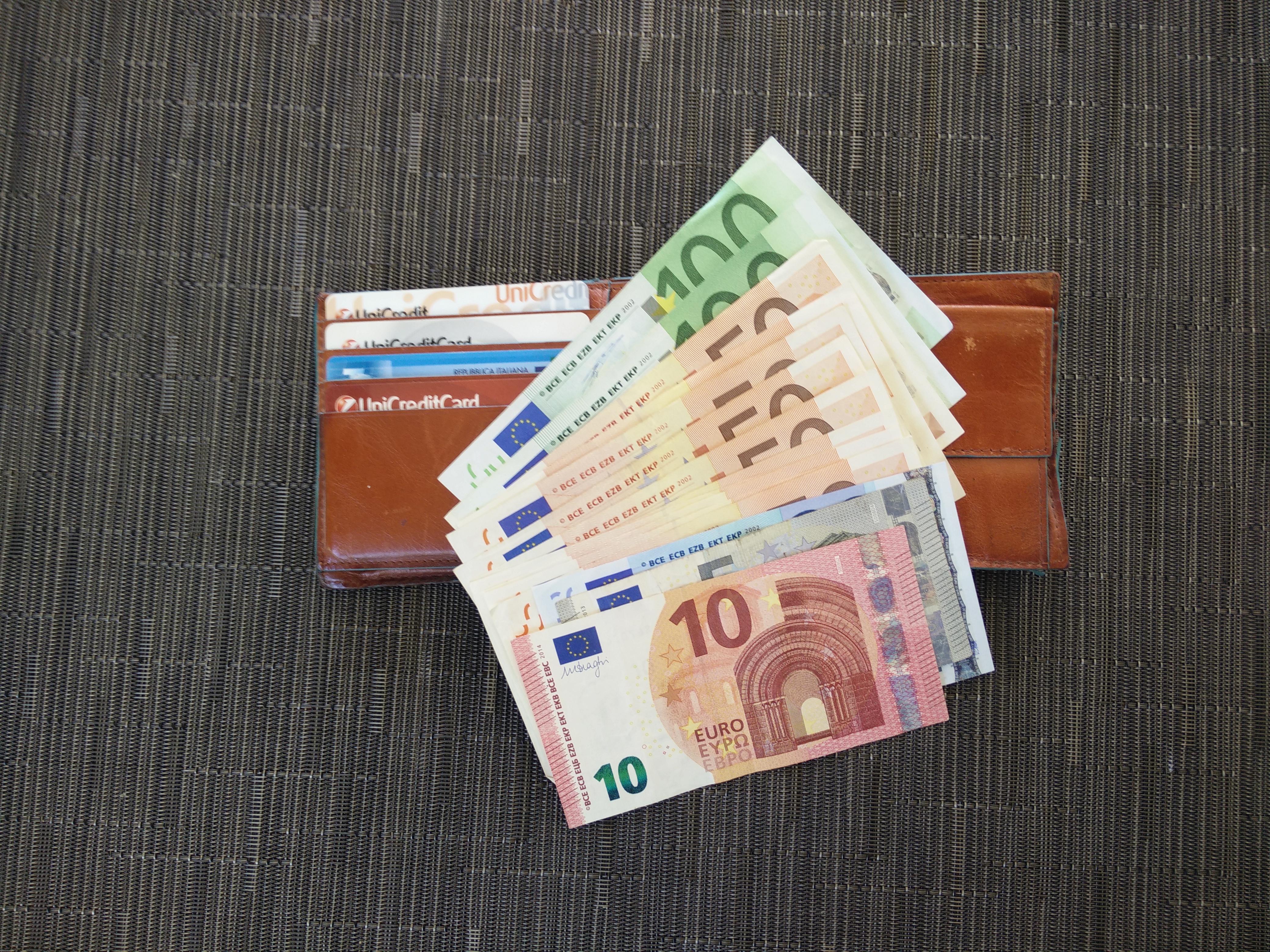 nuovo stile ccf02 22998 portafoglio soldi - Spoltore Notizie - Spoltore Notizie